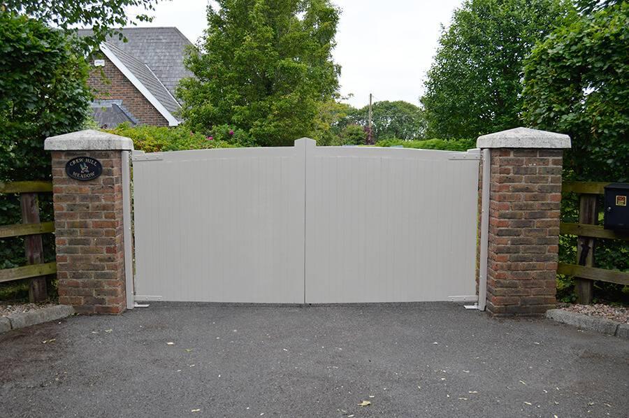 Lynam Painting Ltd - Gates Pic 3 (1)